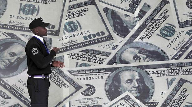 Valuta: Små udsving med marginal dollarstyrkelse