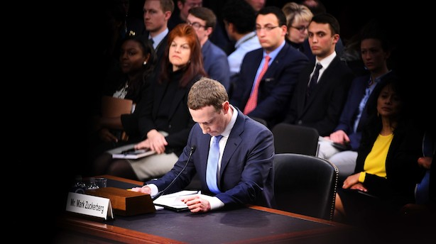 Facebook-stifter Mark Zuckerberg grillet - fik også misbrugt personlige data