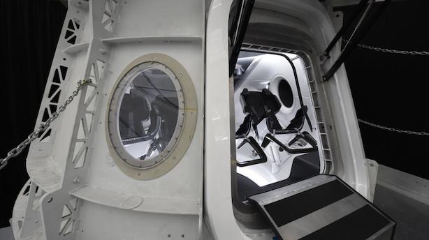SpaceX sælger første turisttur om Månen
