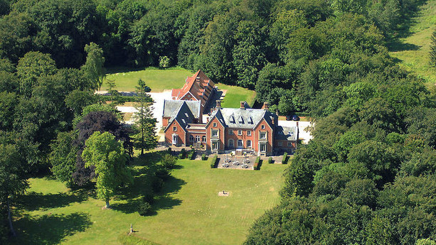 Slot og ejendoms