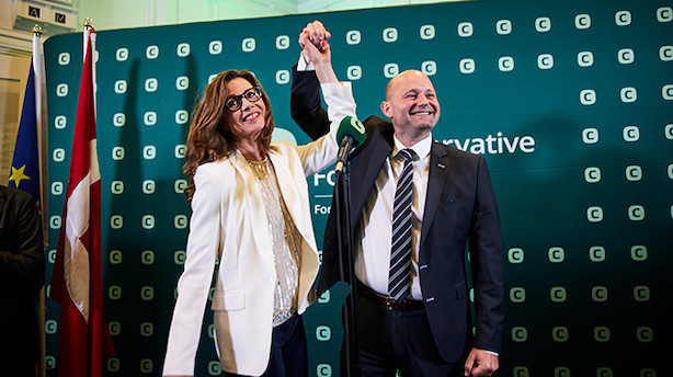 Konservativ lettelse og bekymring hos S - kom med til valgfest på Christiansborg