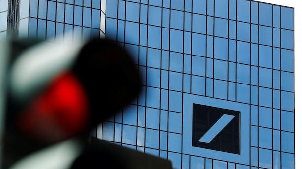 Tysk storbank skærer gulddrengenes bonusser med 30 pct.