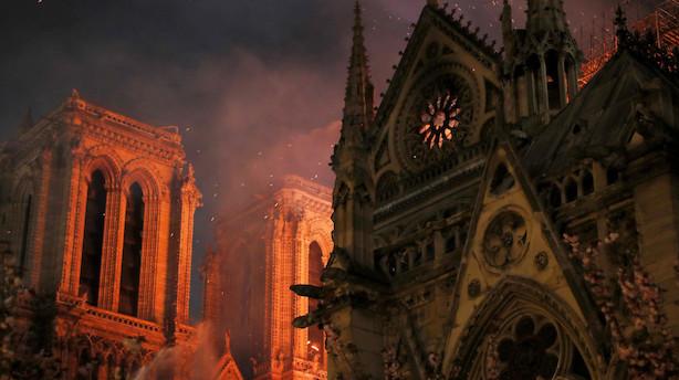 Brandchef: Notre Dames kirkerum er tabt - nu gælder det tårnene