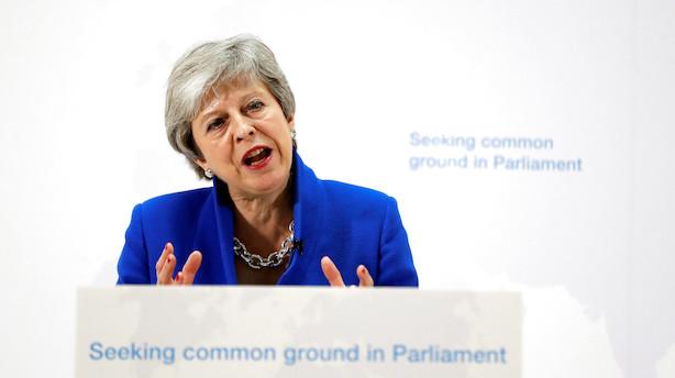 Konservative kræver Theresa Mays afgang - brexit-løfter afvist fra alle sider