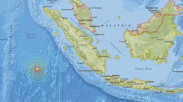 Jordskælv på 7,8 rammer syd for Indonesien