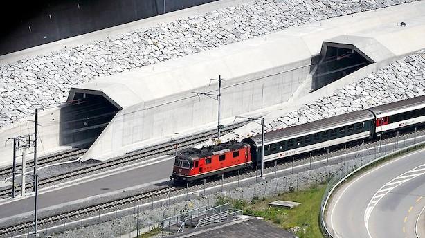Verdens længste jernbanetunnel åbnet i Schweiz