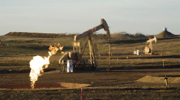 Råvarer: Store lagertræk giver højere oliepriser