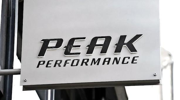 Dansk tøjgigant sælger kendt sportsbrand i milliardhandel