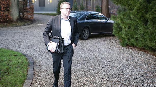 Skatteminister freder departementschef efter sommerhussag