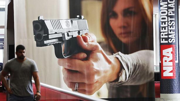 """""""Nok er nok"""": Amerikanske giganter dropper maskingeværer til teenagere"""