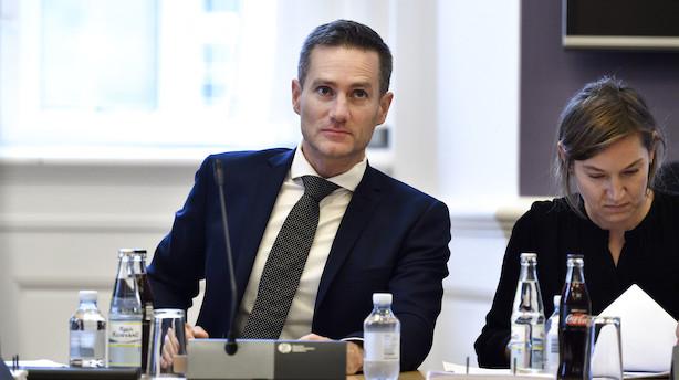 Efter udbytteskandale: Jarlov overvejer at stramme krav til ejerskab af aktier