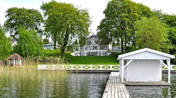 Jan Fog sætter Furesø-palæ til salg for 55 millioner