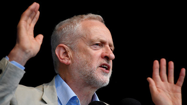 Stephen Kinnock fører an i oprør mod Labours brexitplan