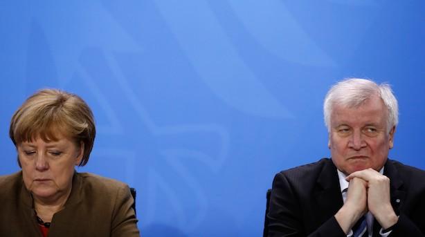 Mens du sov: Merkels indenrigsminister truer med at trække sig efter asylopgør