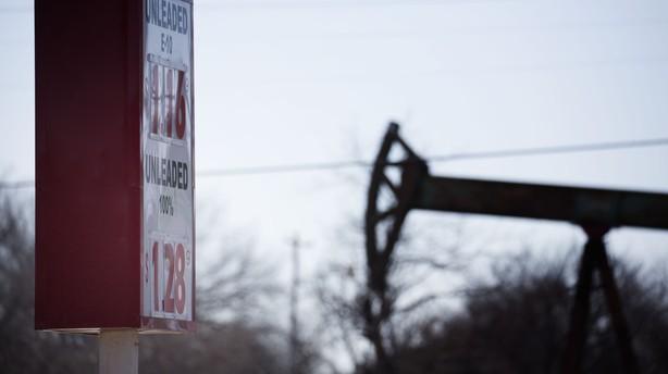 Olieprisen kravler op efter russisk deadline for olieaftale