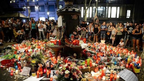 Blomster og lys spredes over hele Ramblaen efter dødeligt angreb