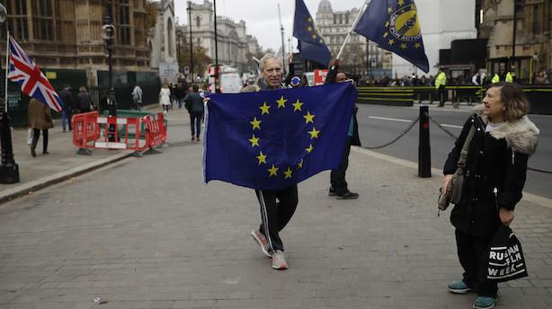 """Analyse: Britisk brexit-opgør skræmmer investorerne - Mays """"aftale er en død fisk i vandet"""""""