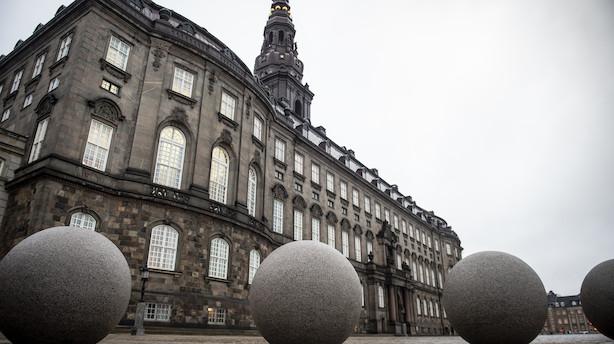 Af frygt for spionage lægger danske politikere telefoner udenfor døren ved møder på Christiansborg: Folketinget overvejer særligt sikret mødelokale