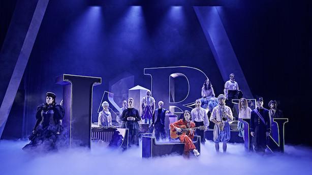 Femstjernet Shakespearekomedie på Odense Teater: Elegant kønsrolleleg i