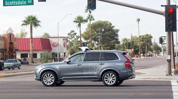 Selvkørende Uber-bil dræber kvinde