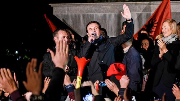 Politisk kursskifte ventes efter sejr til oppositionen i Kosovo