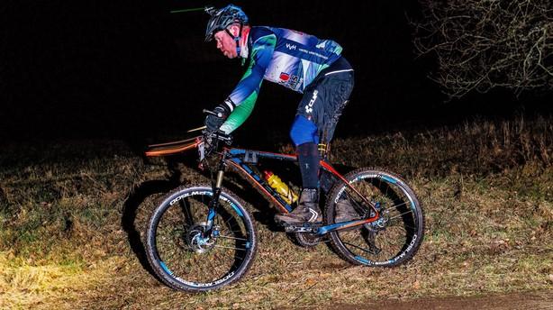 Flere mænd bliver lamme efter fald på mountainbike