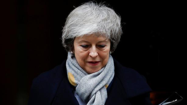 Analyse: May i historisk nederlag - ildsprudlende Corbyn forsøger onsdag at vælte hende