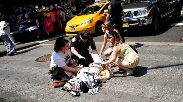 Øjenvidne til Times Square-påkørsel: De mejede alle ned