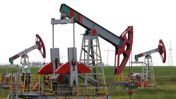 Råvarer: Oliemarkedet giver sig efter massive lagerstigninger