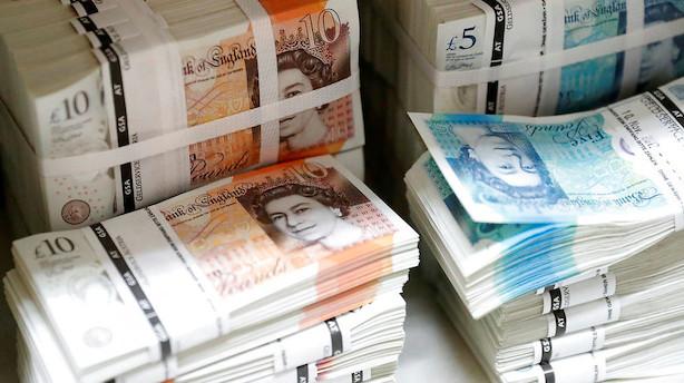 Valuta: Sterling og euro holder skansen - næsten
