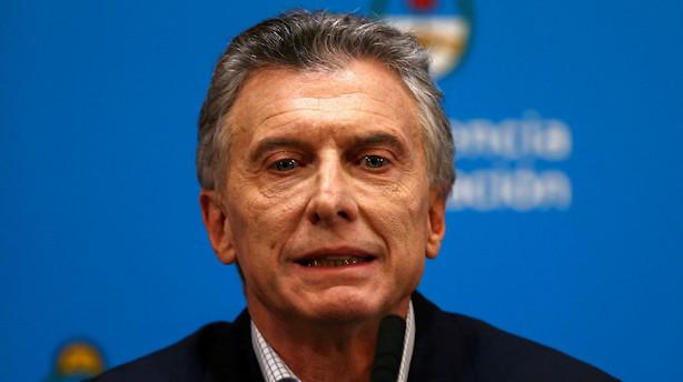 Argentina vil restrukturere gæld for 101 mia dollar - pesoen svækkes