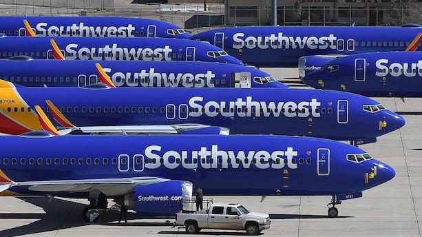 Flyselskaber holder Boeing-fly på jorden efter fund af revner