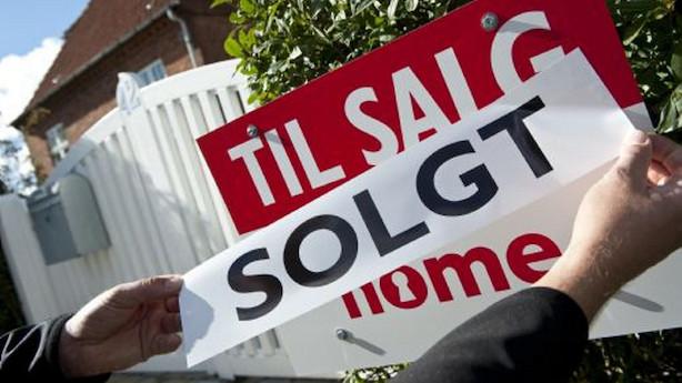 Færre varer på hylderne og højere priser på boligmarkedet