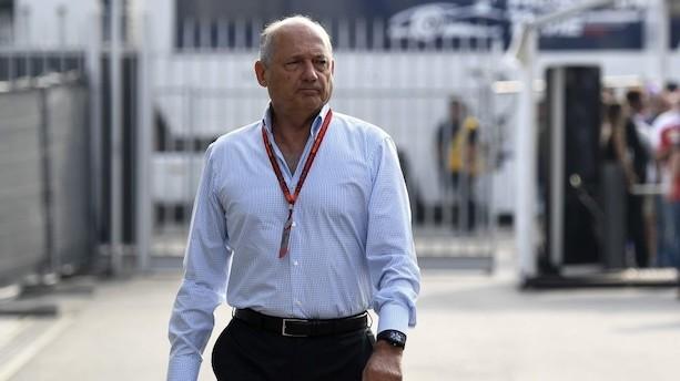 Aktionærer presser legendarisk chef ud af McLaren