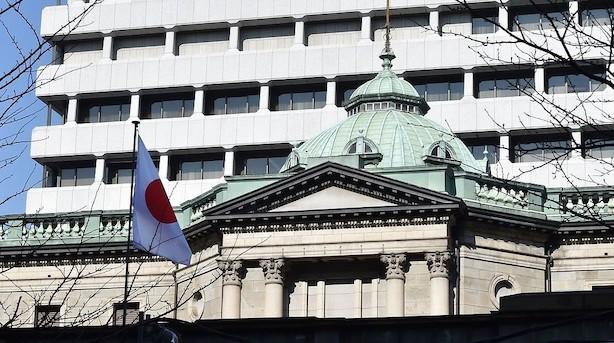Bank of Japan fastholder pengepolitik og øger vækstudsigter