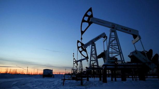 Råvarer: Oliepriserne fastholder mandagens høje niveau