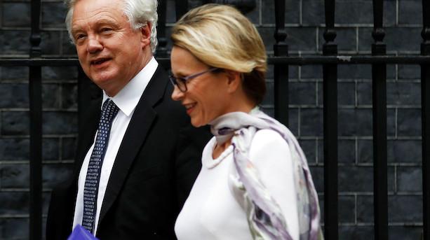 Kvindelige britiske topledere tjener i gennemsnit knap 25 mio kr mindre end mænd