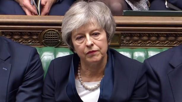 Morgenbriefing: Enorm usikkerhed efter afvisning af brexit-plan, rederier vil sende mia-regning til kunder