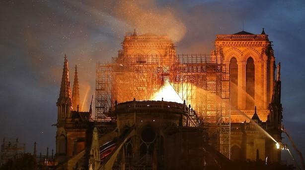 Franske rigmænd vil donere stort trecifret millionbeløb til genopbygning af Notre Dame efter brand