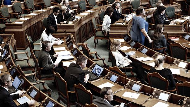 Kommission vil sk�re i politikeres pension