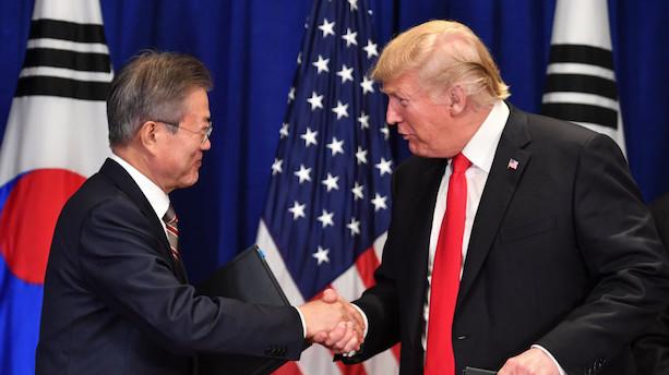 """Trump indgår """"rigtig stor"""" aftale med Sydkorea"""