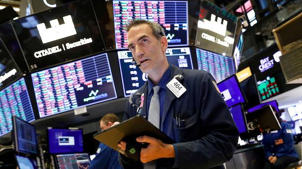 Aktiestatus i USA: Aktier svinger omkring nullet - olieprisen falder
