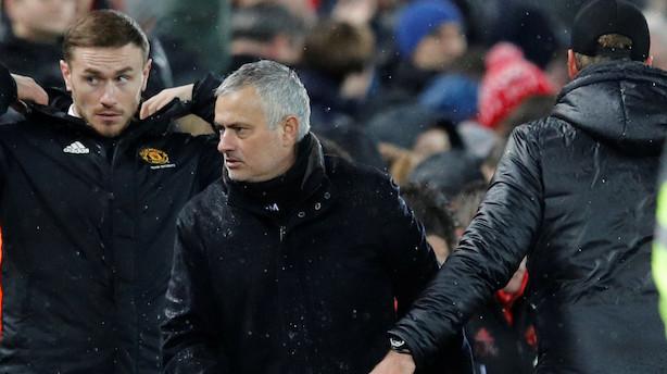 Mourinho stopper som manager i Manchester United med øjeblikkelig virkning