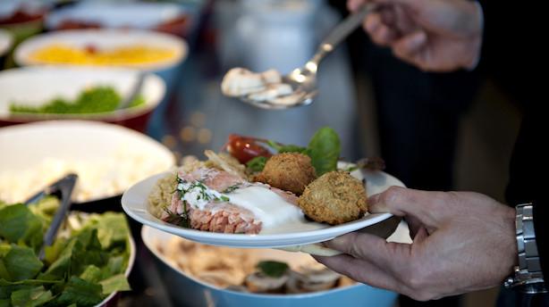 Restauranter lokker med billig mad – tjener kassen på sodavand