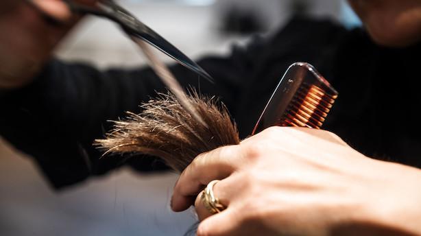 """DF vil indføre frisør-certifikat: """"Når du kan få en klipning til 100 eller 150 kr er det nok ikke en rigtig frisør, der står bag saksen"""""""