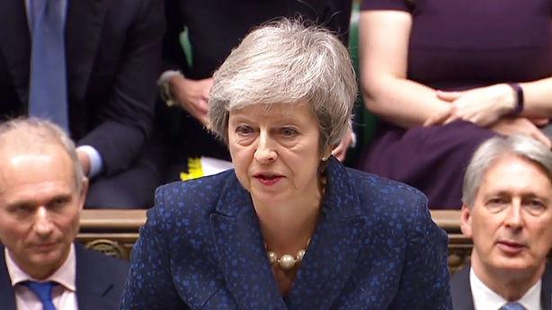 Medier: Før afgørende afstemning - Theresa May lover at gå af før næste valg