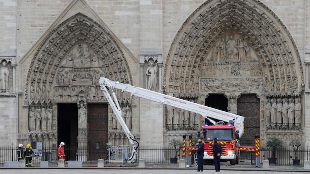 Branden i Notre Dame-katedralen er slukket efter 15 timer