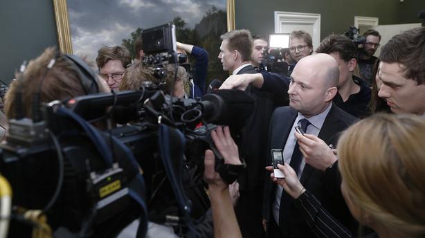 Pape var væk i en time til møde om regeringens fremtid