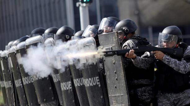 Brasilianere sætter ild til ministerium i vrede over præsident