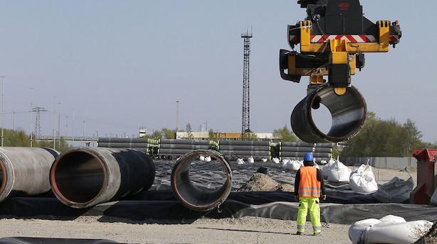 Råvarer: Sanktioner og nedskæringer skaber svagt minus i olieudbuddet